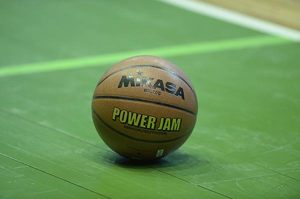 Баскетбольний м'яч з автографами команди